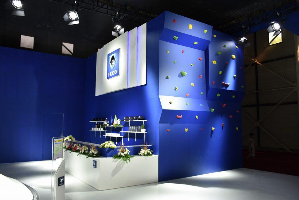 دیواره سنگنوردی دکور نمایشگاه خودرو مشهد 1