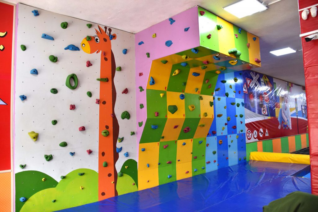 دیواره صخره نوردی کودکان مرکز بازی شادی، زرین شهر 6