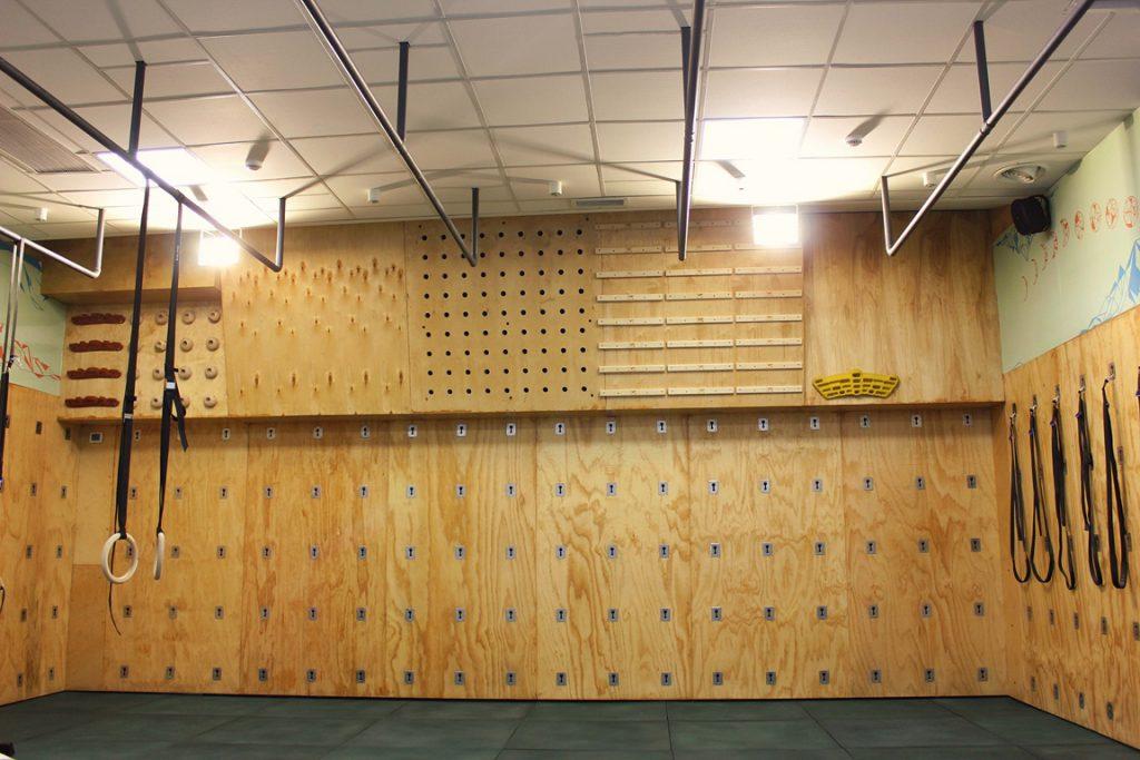 مزایای دیوار یوگا یا یوگا وال 1